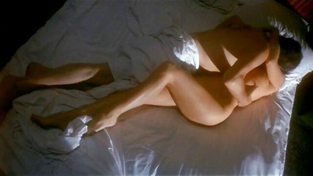 عوضی گره خورده آسیایی صدای BDSM خود تصاویر سکسی الکسیس را فشرده می کند