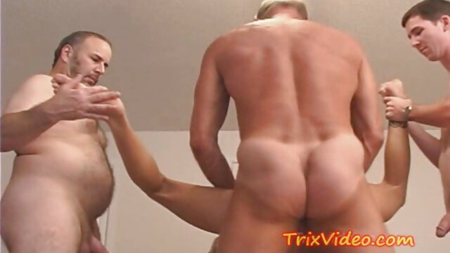 شلخته تصاویرسکسی الکسیس تگزاس آسیایی یک اسباب بازی در واژن مرطوب او گیر کرده است