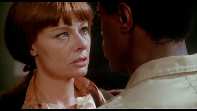 کریستین کورتنی کریستال بلوند با فاک در فیلم سکس خارجی الکسیس فضای باز و ماساژ صورت