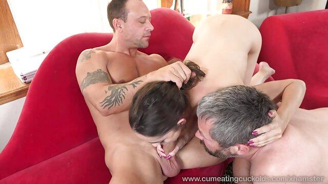 غلام بور Busty به طرز تصاویر الکسیس سکسی وحشیانه ای مشت و فشار می دهد